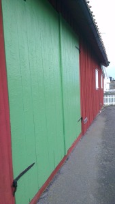 Barndoor green