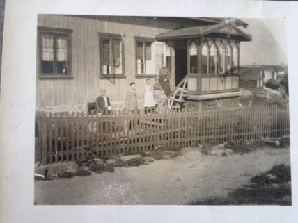 Arnes family home, picture taken 1906